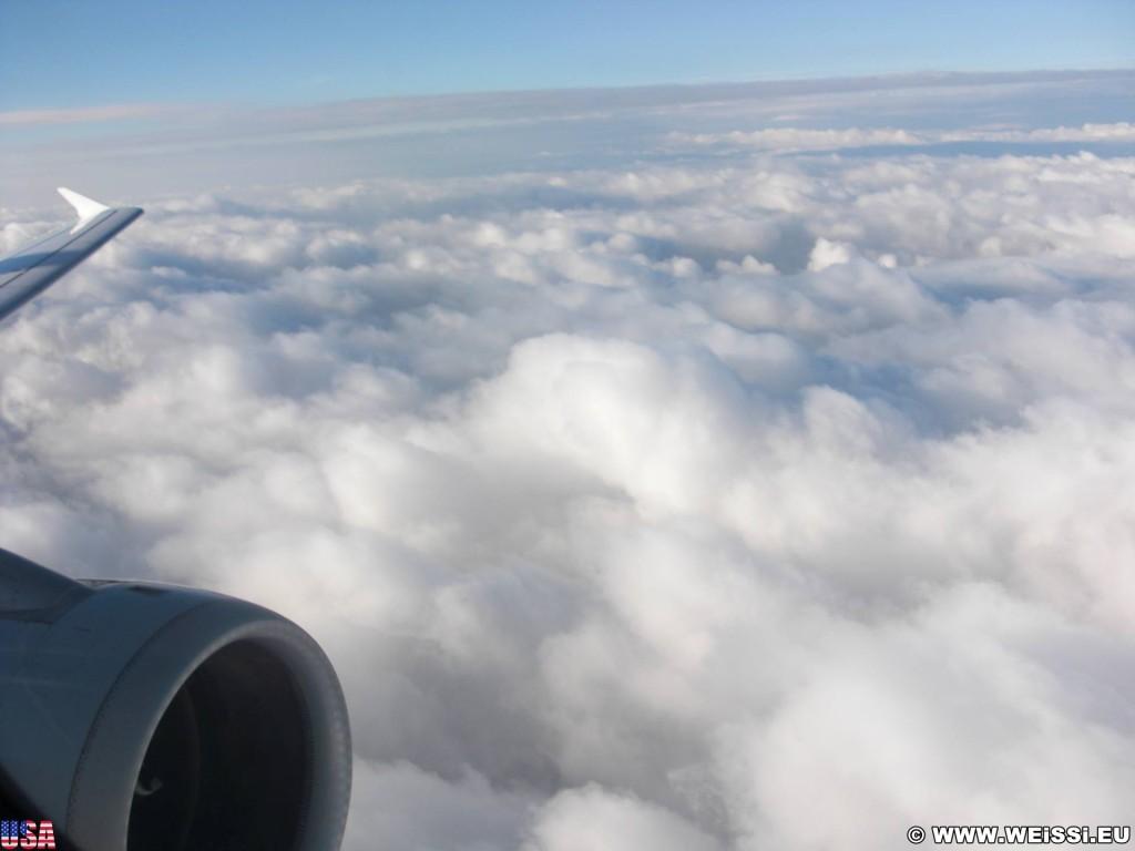 Über den Wolken.... ...Über den Wolken muß die Freiheit wohl grenzenlos sein. Alle Ängste, alle Sorgen, sagt man, blieben darunter verborgen und dann Würde, was und groß und wichtig erscheint, Plötzlich nichtig und klein.  Da ist schon was dran. Bravo Reinhard Mey.. - Wolken, Wolkendecke