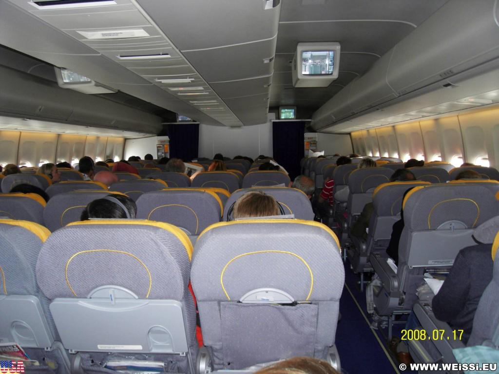 Wir waren nicht die Einzigen im Flugzeug.. Leider mussten wir dieses mit anderen teilen.. - Flugzeugkabine