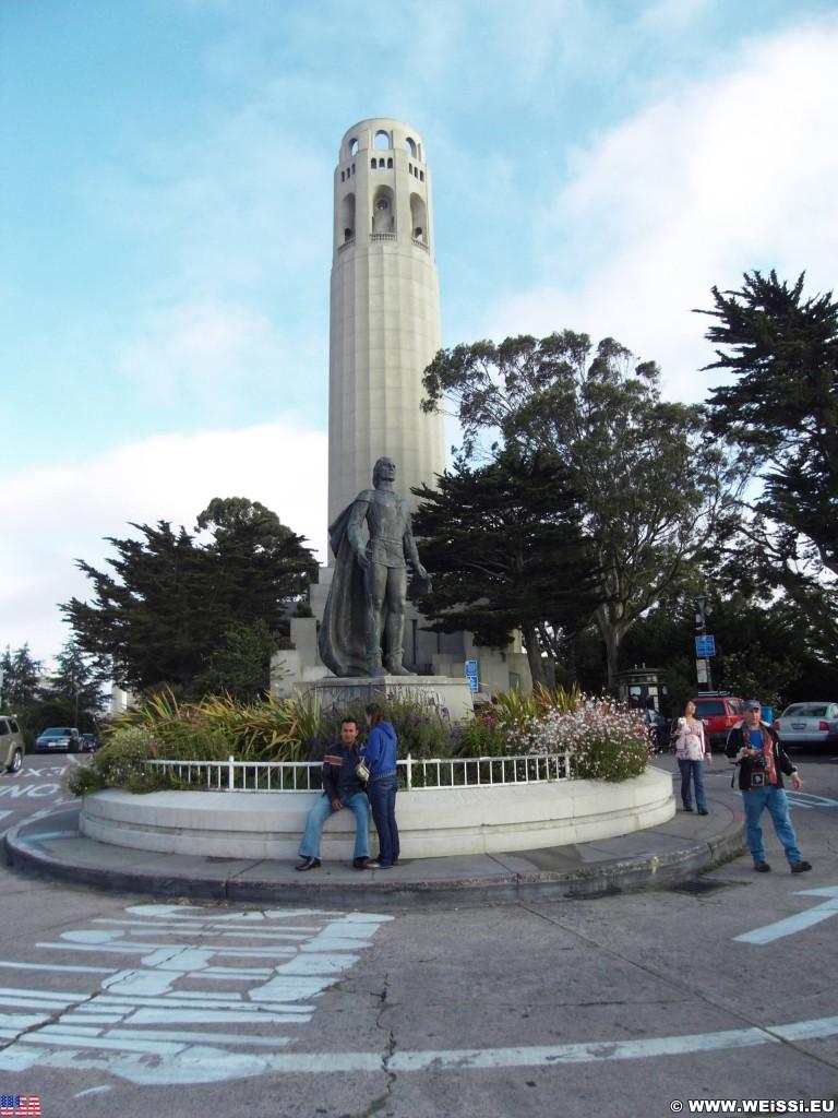 San Francisco. Coit Tower. - Westküste, Coit Tower, Ausblick, Christoph Columbus Statue, Sehenswürdigkeit, Aussichtsturm, Feuerwehrspritze, San Francisco - (Little Italy, San Francisco, California, Vereinigte Staaten)
