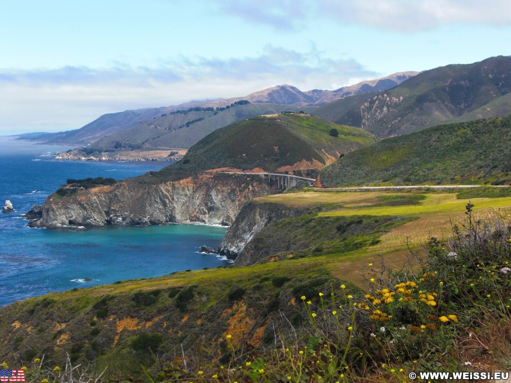 Highway 1 - California State Route 1. - Westküste, Brücke, Big Sur, Landschaft, Meer, Pazifik, Bixby Creek Arch Bridge, einbogige Betonbrücke, Hurricane Point, Highway 1, California State Route 1 - (Notleys Landing, Big Sur, California, Vereinigte Staaten)