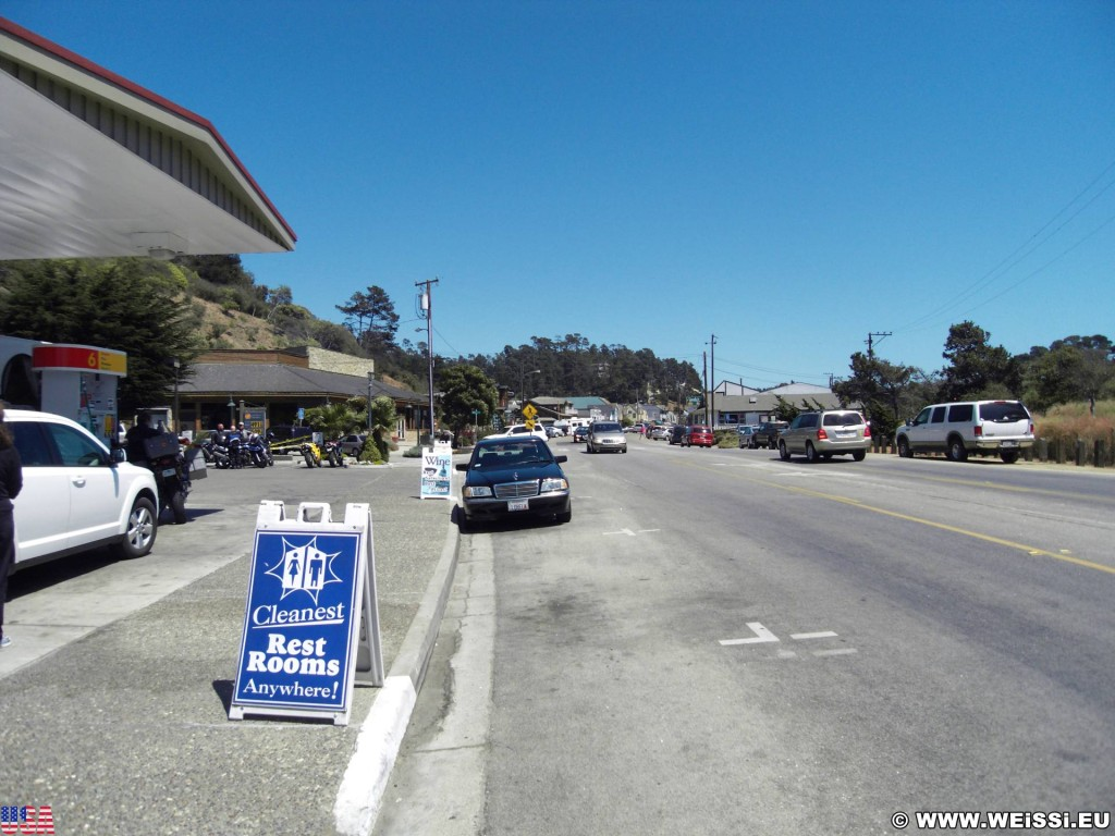 Highway 1 - California State Route 1. - Westküste, Tankstelle, Cambria West Village, Gas Station, Shell, Restrooms, Highway 1, California State Route 1 - (West Village, Cambria, California, Vereinigte Staaten)