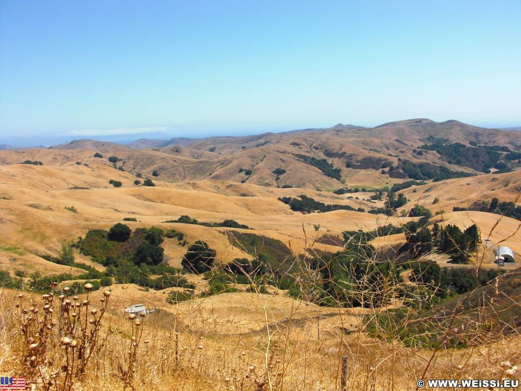 On the road. - Westküste, Landschaft, Green Valley Road - (Harmony, Cayucos, California, Vereinigte Staaten)