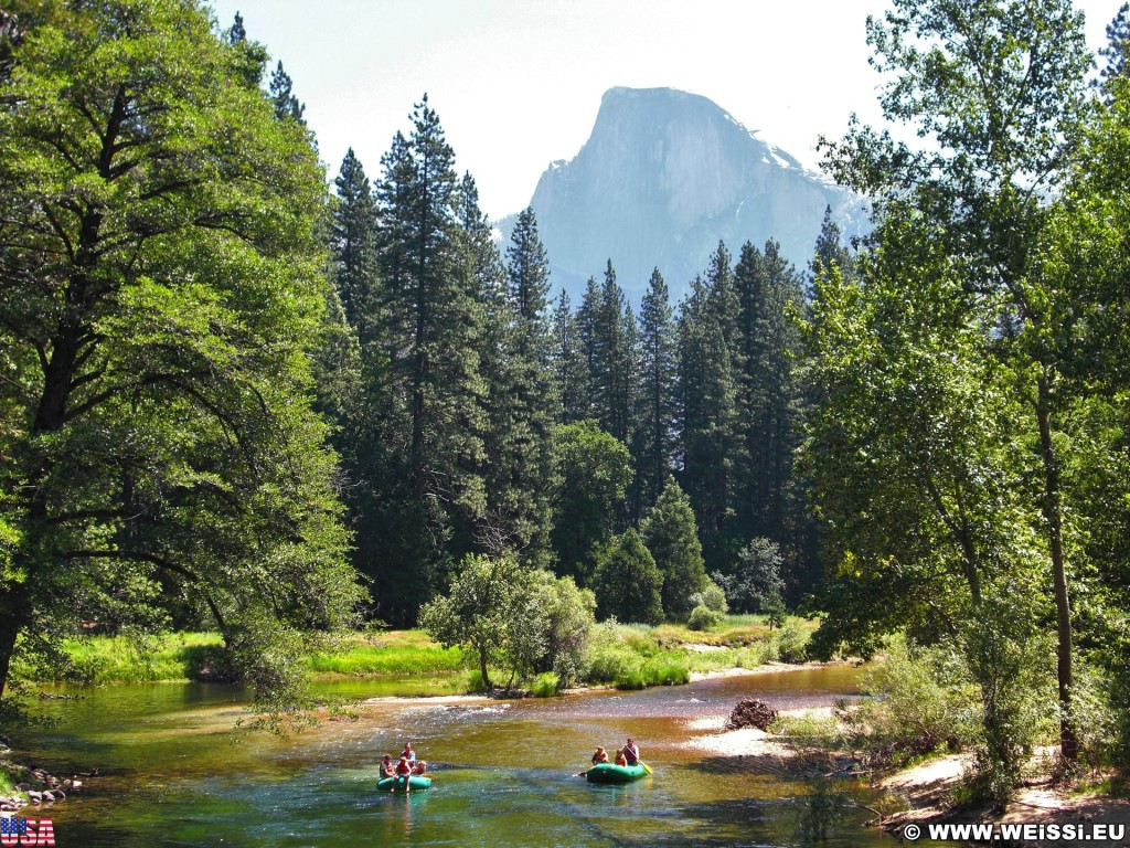 Yosemite National Park. - Yosemite Nationalpark, Yosemite Valley, Merced River, Fluss, Rafting - (Yosemite Village, Yosemite National Park, California, Vereinigte Staaten)