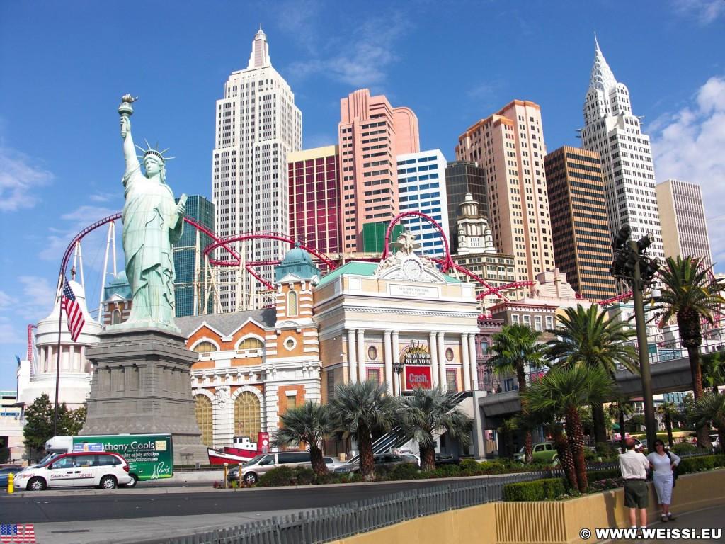 Las Vegas. - Gebäude, Las Vegas, Fassade, New York-New York Hotel und Casino, Hochschaubahn, Achterbahn, Roller coaster, Statue of Liberty, Empire State Building, Chrysler Building - (Bracken, Las Vegas, Nevada, Vereinigte Staaten)
