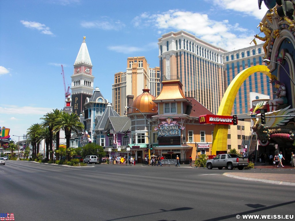 Las Vegas. - Gebäude, Strasse, Las Vegas, Fassade, Venetian Resort Hotel, Campanile, Markusturm, Mc Donald's, Casino Royale - (Bracken, Las Vegas, Nevada, Vereinigte Staaten)