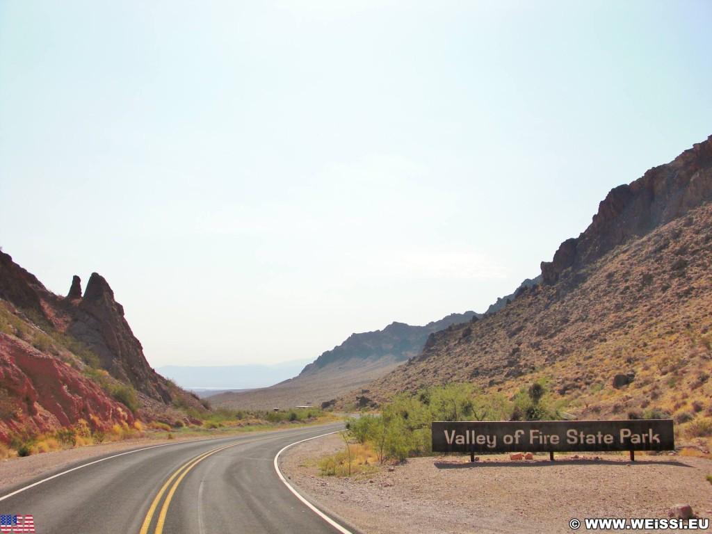 Valley of Fire State Park. - Strasse, Werbeschild, Schild, Werbeschrift, Landschaft, Tafel, Einfahrtsschild, Leuchtschild, Valley of Fire State Park - (Valley of Fire State Park, Mesquite, Nevada, Vereinigte Staaten)