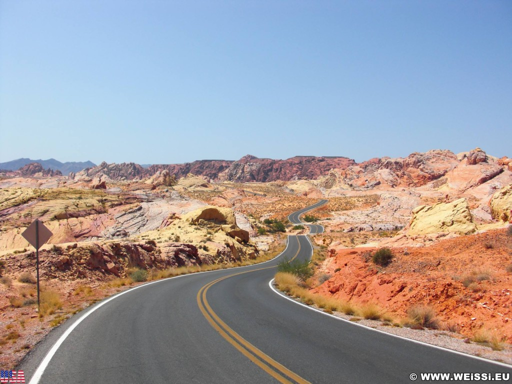 Valley of Fire State Park. Rainbow Vista - Valley of Fire State Park. - Strasse, Landschaft, Felsen, Felsformation, Valley of Fire State Park, Sandstein, Sandsteinformationen, Erosion, Rainbow Vista - (Valley of Fire State Park, Overton, Nevada, Vereinigte Staaten)