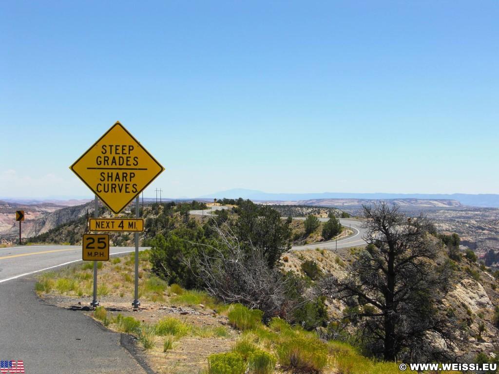 Highway 12 - Scenic Byway. - Schild, Landschaft, Tafel, Wegweiser, Grand Staircase Escalante National Monument, Highway 12 - (Boulder Town, Boulder, Utah, Vereinigte Staaten)