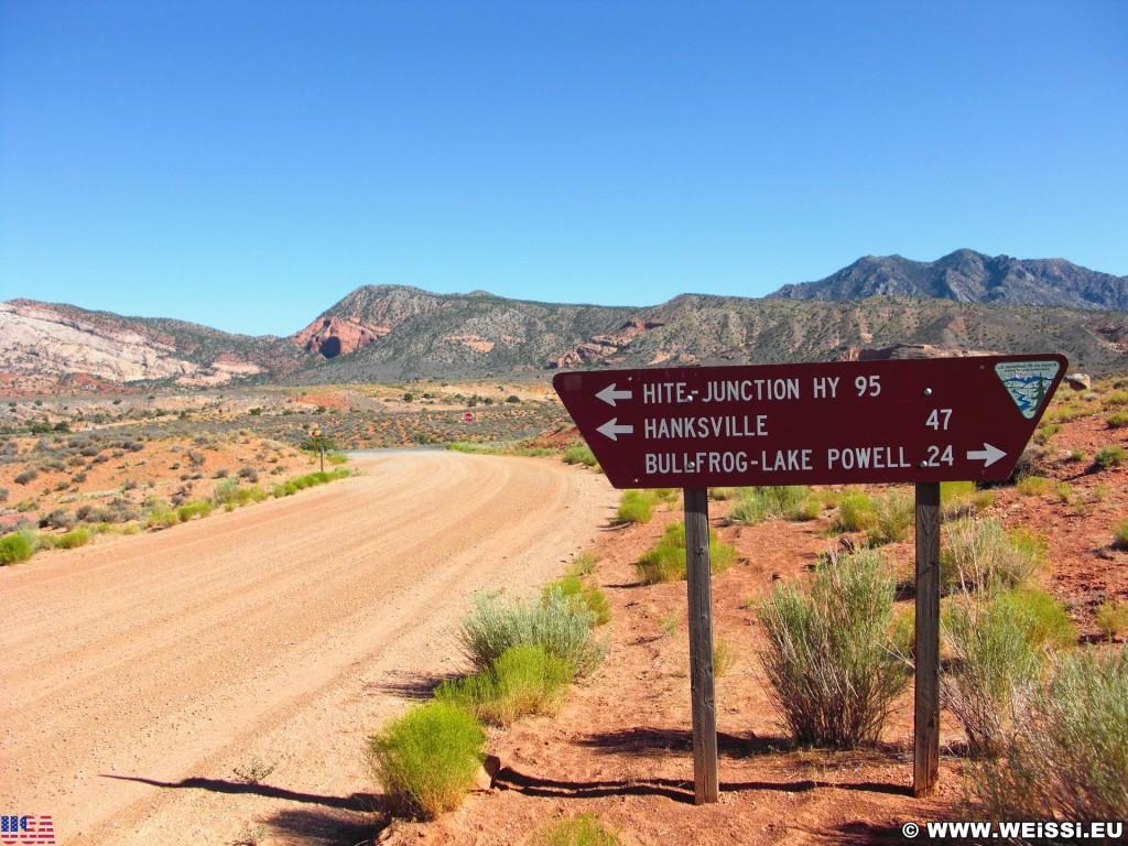 Burr Trail. Burr Trail Scenic Backway. - Strasse, Schild, Landschaft, Tafel, Wegweiser, Scenic Backway, Burr Trail - (Ticaboo, Boulder, Utah, Vereinigte Staaten)