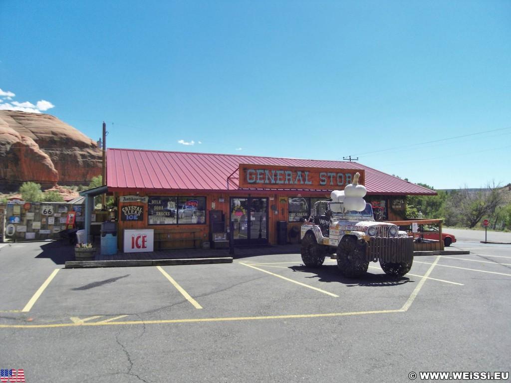 Hole N' The Rock. - Gebäude, Auto, On the Road, General Store, Parkplatz, Hole N' The Rock, Jeep - (La Sal Junction, Moab, Utah, Vereinigte Staaten)