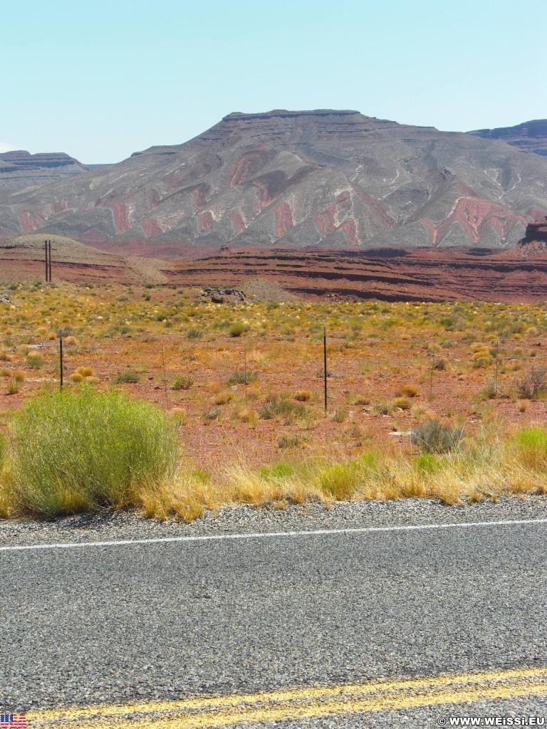 On the road. - Landschaft - (Mexican Hat, Utah, Vereinigte Staaten)