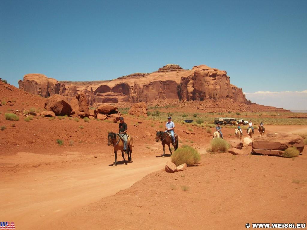 Monument Valley. - Monument Valley, Navajo-Nation-Reservation, Tafelberge, Landschaft, Pferd, Sandstein, Sandsteinformationen, Tribal Park, Reiter - (Goulding, Kayenta, Arizona, Vereinigte Staaten)