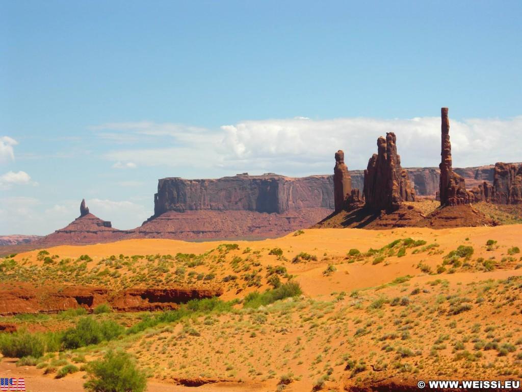 Monument Valley. Totem Pole - Monument Valley. - Monument Valley, Navajo-Nation-Reservation, Tafelberge, Landschaft, Sandstein, Sandsteinformationen, Tribal Park, Totem Pole - (Goulding, Kayenta, Arizona, Vereinigte Staaten)
