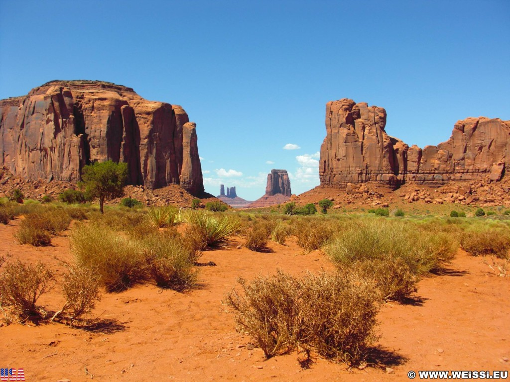 Monument Valley. North Window - Monument Valley. - Monument Valley, Navajo-Nation-Reservation, Tafelberge, Landschaft, Sandstein, Sandsteinformationen, Castle Butte, Tribal Park, Bear & Rabbit, North Window, East Mitten Butte - (Goulding, Kayenta, Arizona, Vereinigte Staaten)