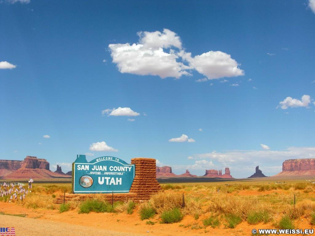 Monument Valley. - Schild, Monument Valley, Navajo-Nation-Reservation, Tafelberge, Landschaft, Tafel, Einfahrtsschild, Sandstein, Sandsteinformationen, Tribal Park - (Goulding, Monument Valley, Utah, Vereinigte Staaten)