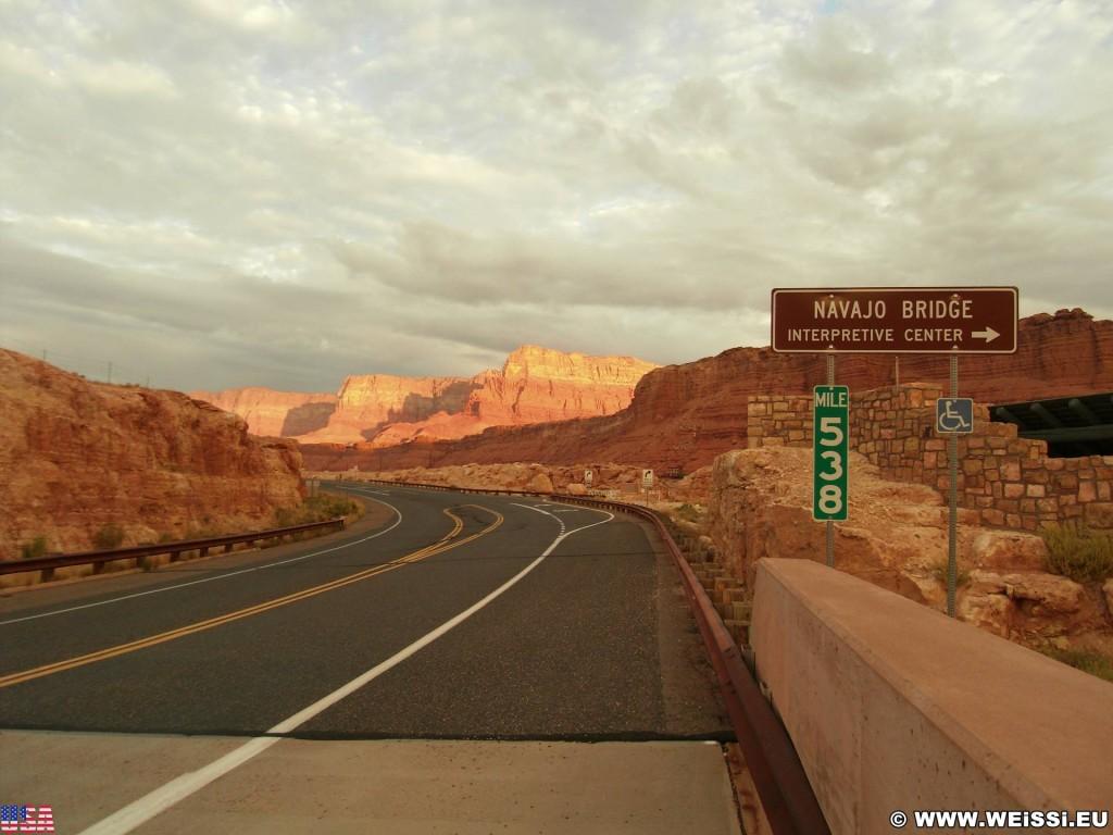 Marble Canyon. - Brücke, Schild, Landschaft, Tafel, Felsen, Einfahrtsschild, Sandstein, Canyon, Marble Canyon, Navajo Bridge - (Marble Canyon, Arizona, Vereinigte Staaten)