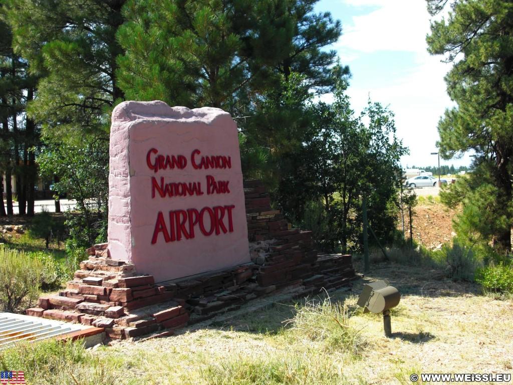 Grand Canyon National Park. - Schild, Tafel, Einfahrtsschild, Grand Canyon, National Park, Hubschrauber, Helikopter, Airport - (Tusayan, Grand Canyon, Arizona, Vereinigte Staaten)