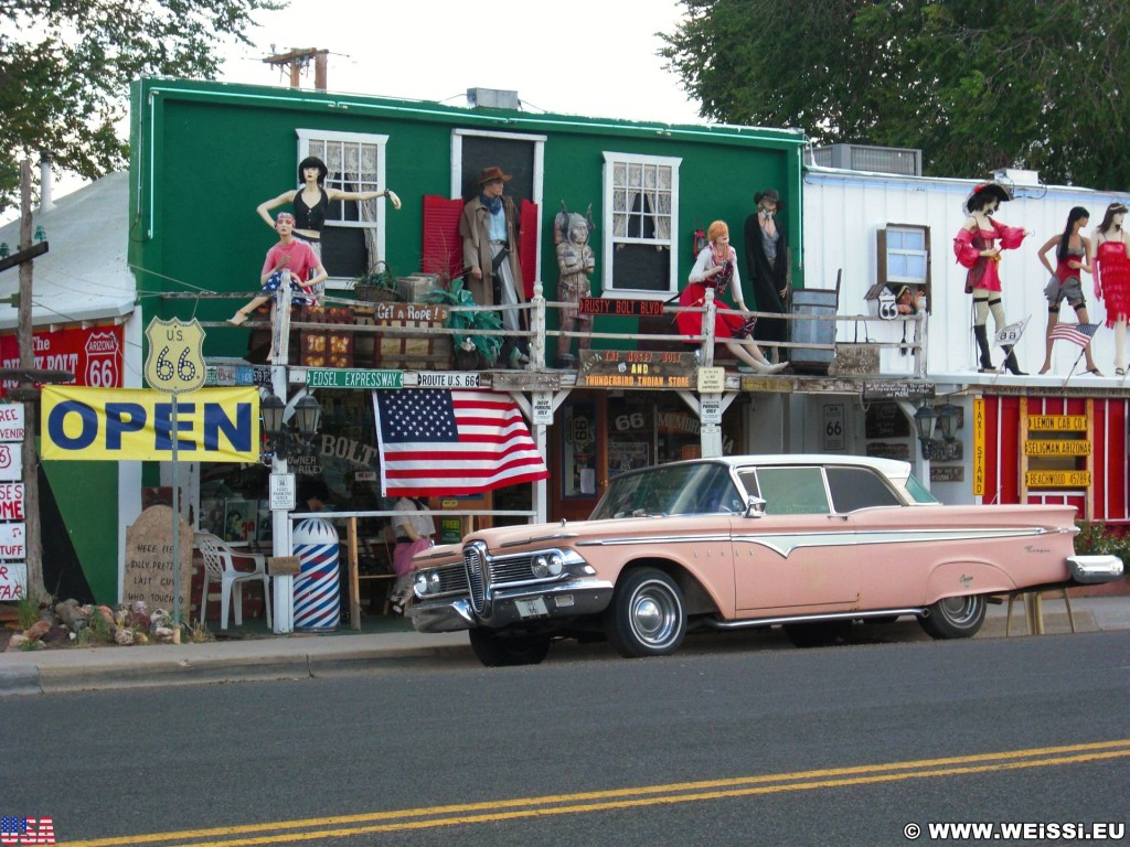 Historic Route 66. - Gebäude, Auto, Route 66, Seligman - (Seligman, Arizona, Vereinigte Staaten)