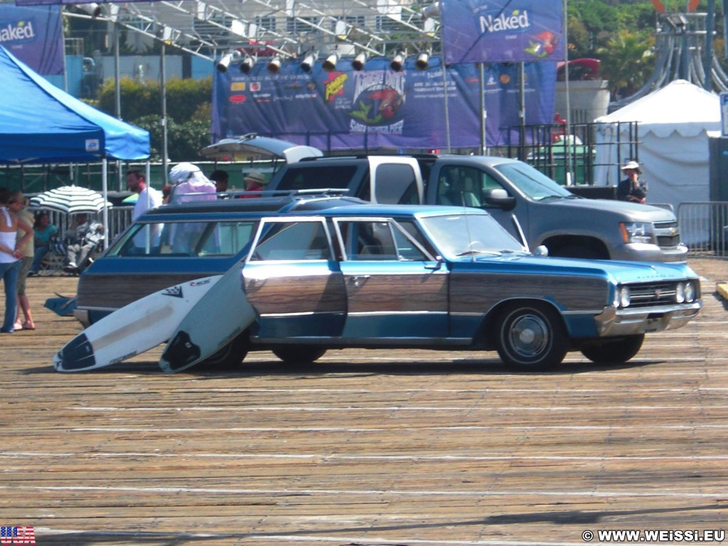 Santa Monica. Santa Monica Pier. - Auto, Fahrzeug, Santa Monica, Santa Monica Pier, Pier, Surfboard - (Santa Monica, California, Vereinigte Staaten)