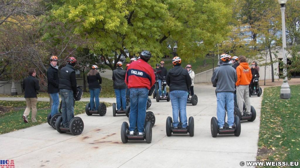 Segway Tour. durch den Millenium Park. - Personen, Segway, Fort Dearborn Addition, Millennium Park - (Fort Dearborn Addition, Chicago, Illinois, Vereinigte Staaten)