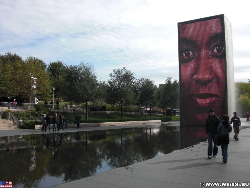 Crown Fountain. im Millenium Park. - Fort Dearborn Addition, Crown Fountain - (Fort Dearborn Addition, Chicago, Illinois, Vereinigte Staaten)