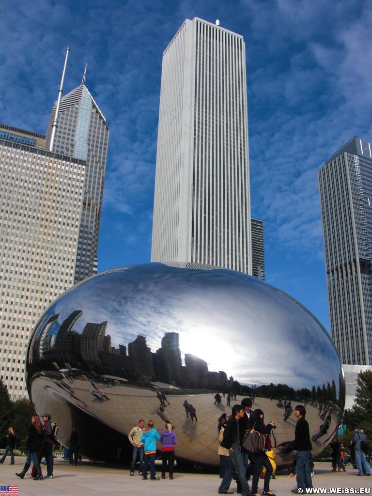 Cloud Gate. im Millenium Park. - Fort Dearborn Addition, Aon Center, Cloud Gate, The Bean, Two Prudential Plaza - (Fort Dearborn Addition, Chicago, Illinois, Vereinigte Staaten)