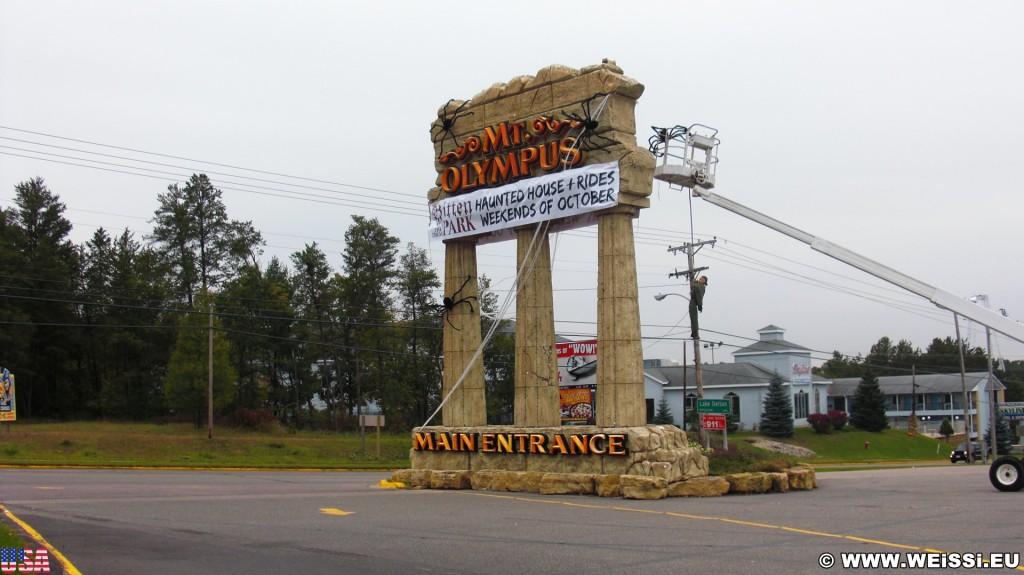 Vergnügungsparks. Mt. Olympus Water & Theme Park. - Einfahrtsschild, Monolith, Wisconsin, Wisconsin Dells, Vergnügungspark - (Wisconsin Dells, Wisconsin, Vereinigte Staaten)