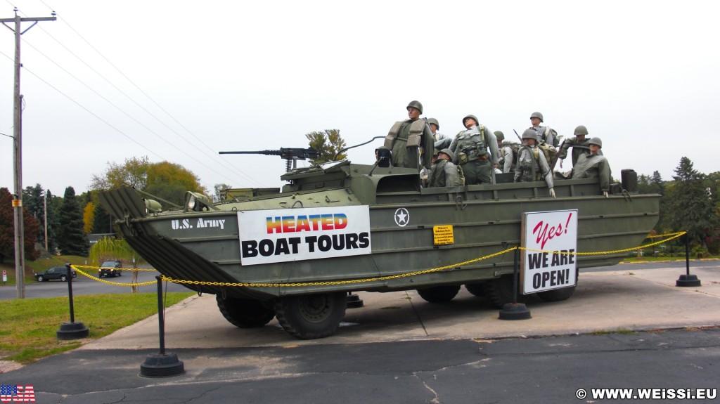 Vergnügungsparks. in Wisconsin Dells. - Wisconsin, Wisconsin Dells, Lake Delton, Boot, Militär, Army - (Lake Delton, Wisconsin Dells, Wisconsin, Vereinigte Staaten)