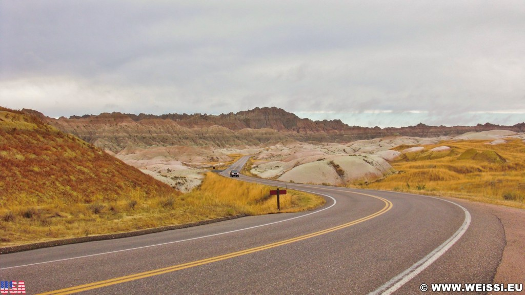 Badlands-Nationalpark. Dillon Pass - Badlands-Nationalpark. - Landschaft, Felsen, Sandstein, Sandsteinformationen, Erosion, Hügel, National Park, Badlands-Nationalpark, Badlands Loop Road, Gipfel, Dillon Pass - (Conata, Scenic, South Dakota, Vereinigte Staaten)