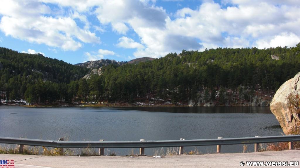 Horse Thief Lake. - Landschaft, Bäume, See, Wasser, Horse Lake, Kennedyville - (Kennedyville, Keystone, South Dakota, Vereinigte Staaten)