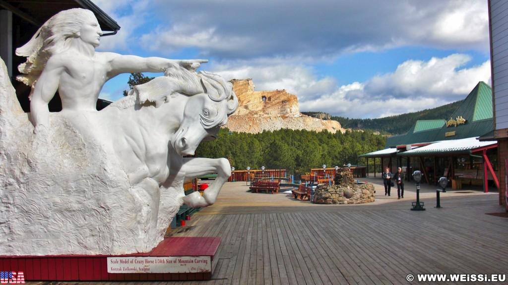 Crazy Horse Memorial. - Bäume, Skulptur, Gesicht, Reiter, Black Hills, Granit, Berne, Crazy Horse Memorial, Custer, Crazy Horse, Thunderhead Mountain, Korczak Ziolkowski - (Berne, Custer, South Dakota, Vereinigte Staaten)
