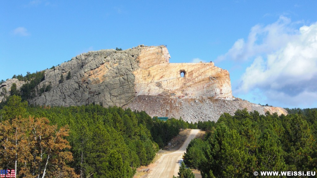 Crazy Horse Memorial. - Bäume, Felsformation, Berg, Felswand, Skulptur, Gesicht, Black Hills, Granit, Berne, Crazy Horse Memorial, Custer, Crazy Horse, Thunderhead Mountain, Korczak Ziolkowski, Kopf - (Berne, Custer, South Dakota, Vereinigte Staaten)