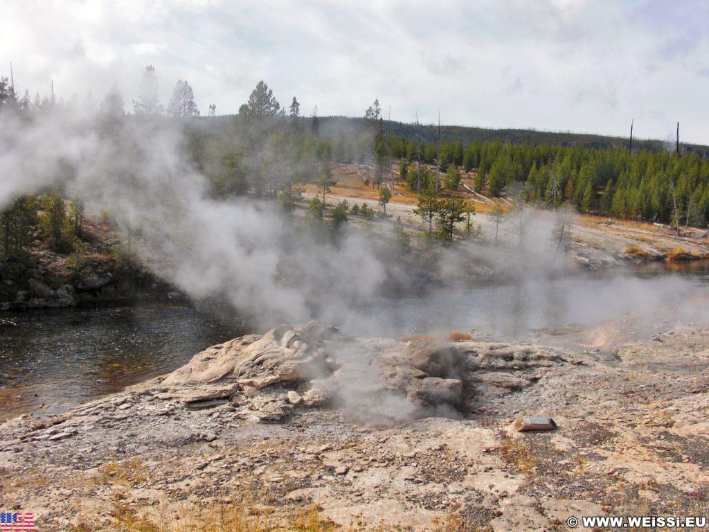 Yellowstone-Nationalpark. Mortar Geyser in der Old Faithful Area - Upper Geyser Basin North Section. - Old Faithful Area, Upper Geyser Basin North Section, Mortar Geyser - (Three River Junction, Yellowstone National Park, Wyoming, Vereinigte Staaten)