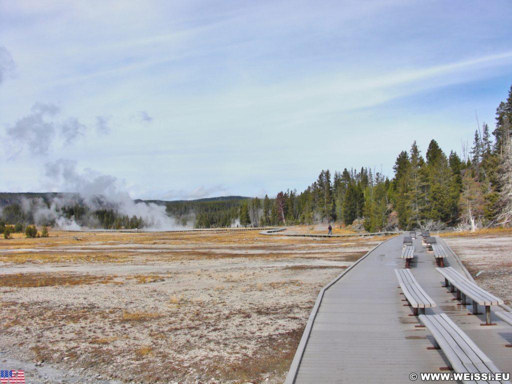 Yellowstone-Nationalpark. Old Faithful Area - Upper Geyser Basin South Section. - Old Faithful Area, Upper Geyser Basin South Section - (Three River Junction, Yellowstone National Park, Wyoming, Vereinigte Staaten)