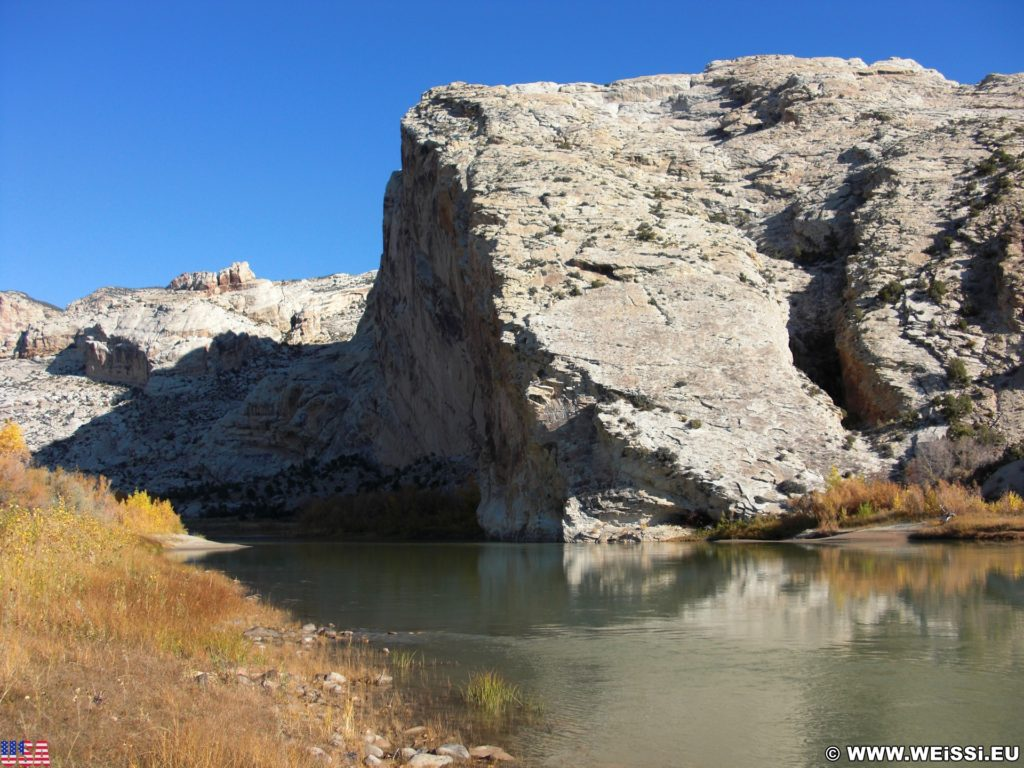 Dinosaur National Monument. Split Mountain Group Campground am Ufer des Green River. - Felsen, Fluss, Berge, Green River, Split Mountain Campground - (Jensen, Utah, Vereinigte Staaten)