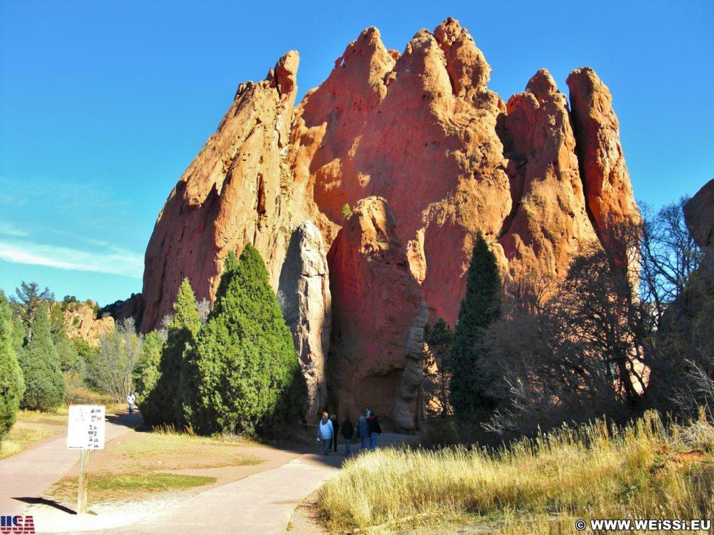Garden of the Gods - Central Garden Trail. Am Central Garden Trail finden sich viele schöne Motive. Hier im Bild: North Gateway- und Sentinel Rock.. - Sehenswürdigkeit, Sandstein, Sandsteinformationen, Park, Ausflugsziel, Garten der Götter, Naturpark, sehenswert, North Gateway Rock, Central Garden Trail, Sentinel Rock - (Glen Eyrie, Colorado Springs, Colorado, Vereinigte Staaten)