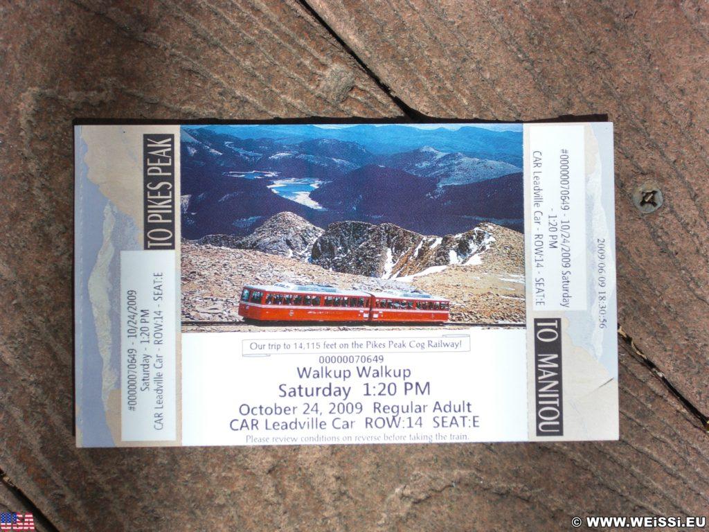 Manitou and Pikes Peak Railway. Eine Fahrt mit der Manitou and Pikes Peak Cog Railway auf den 4301m hohen Hausberg der Stadt endet mit einem spektakulären Rundumblick über die Rockies. Alternativ führt auch eine Autostraße auf den Gipfel.. - Eisenbahn, Pikes Peak, Bahn, Manitou and Pikes Peak Railway, Pikes Peak Cog Railway, Zahnradbahn - (Manitou Springs, Colorado, Vereinigte Staaten)
