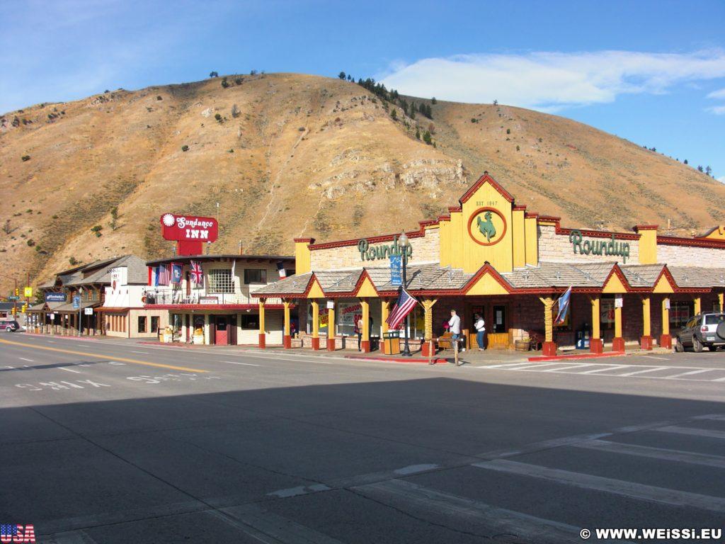 Jackson Hole. Gebäude in Jackson, Wyoming. - Gebäude, Berg, Hügel, East Gros Ventre Butte, Roundup, Sundance Inn - (Jackson, Wyoming, Vereinigte Staaten)