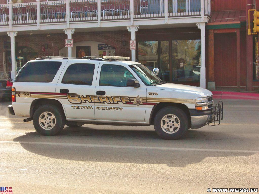 Jackson Hole. Sheriff auf Patrouille. - Auto, Chevrolet, Fahrzeug, KFZ, Patrouille, Sheriff - (Jackson, Wyoming, Vereinigte Staaten)